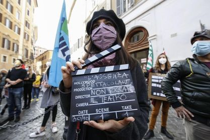 El mundo de la cultura italiano protesta ante la apertura solo para el fútbol