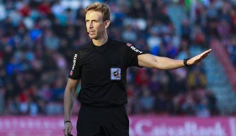Ya hay árbitros para el Betis-Athletic y Levante-Sevilla