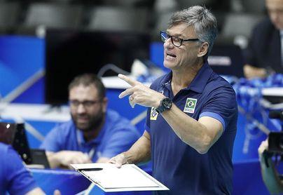 El seleccionador brasileño de voleibol, intubado por la covid-19