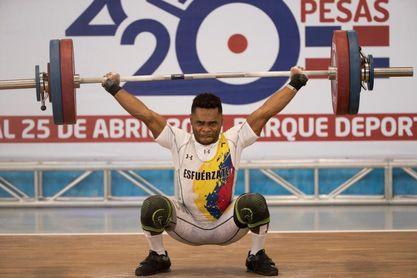 Los colombianos Mosquera y Suárez dominan el inicio clasificatorio de pesas