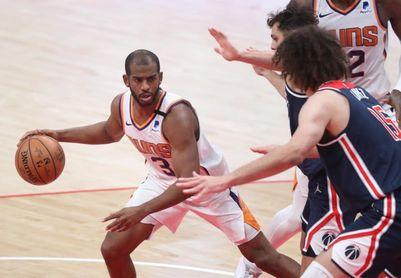 113-116. Paul y Booker le ganan duelo a Embiid y los Suns se imponen a los Sixers
