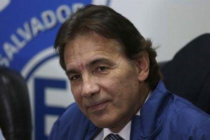 El mexicano Carlos de los Cobos rescinde su contrato con la selección salvadoreña de fútbol
