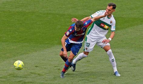 1-0. Lucas Boyé da aire al Elche ante un Levante sin chispa