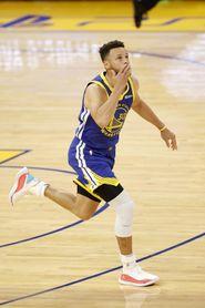 118-97. Curry y Warriors dan la bienvenida a los aficionados con triunfo