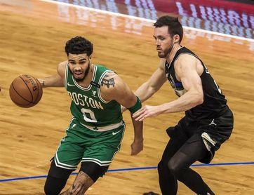 143-140. Con 60 puntos, Tatum ayuda a los Celtics a remontar una desventaja de 32 ante los Spurs