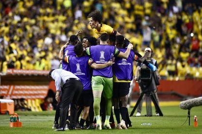 Barcelona recupera liderato y paraguayo Amarilla salva a Liga