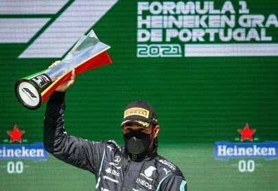 Hamilton comanda, Alonso remonta