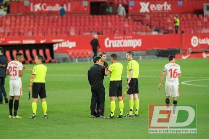"""Esta vez, Lopetegui no se mordió la lengua: """"Las decisiones arbitrales no dejan al Sevilla luchar por lo que se ha ganado"""""""