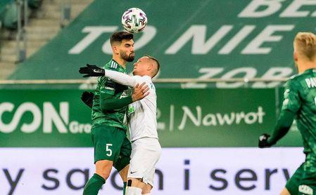 El visueño Israel Puerto, ex del Sevilla FC, podría hacer de nuevo las maletas: de Polonia a... ¿Turquía o Alemania?