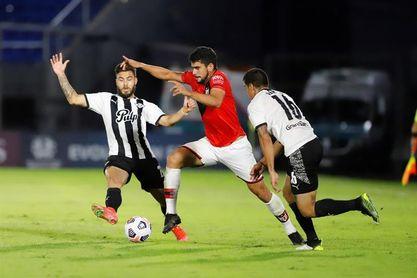 1-2. Goianiense vence a Libertad con João Paulo de figura y lidera el Grupo F