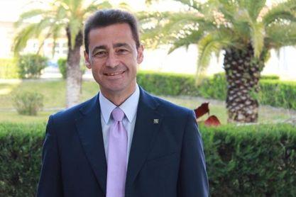 El catedrático Doctor de Derecho Administrativo de la UPO Eduardo Gamero codirige Manual de Derecho del Deporte junto a Antonio Millán.