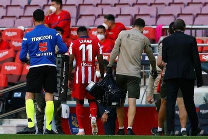"""Lemar, sustituido """"por molestias musculares"""" y duda ante la Real Sociedad"""