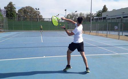 Jesús Pérez se hace con el triunfo en el Torneo de Tenis 2020-2021.
