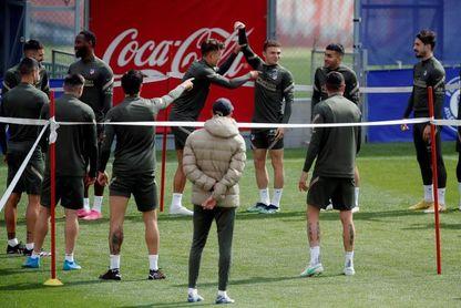 """Simeone: """"Cuando los equipos juegan bien y ganan no se habla de árbitros"""""""