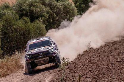 Al-Attiya repite victoria en coches y triunfo del español Santolino en motos