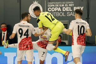 3-3. Los penaltis llevan a ElPozo a la final