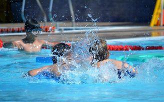 Abierta la inscripción para los cursos de verano de natación del SADUS.