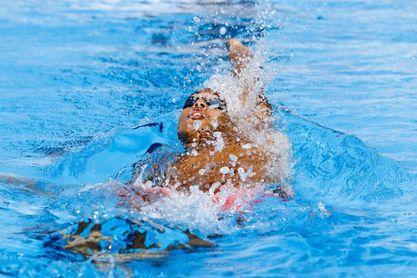 Hugo González se cuelga el bronce en los 50 espalda