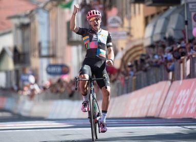 Alberto Bettiol se anota en solitario la jornada maratón, Bernal sigue líder