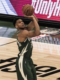 103-120. Triple-doble monumental de Antetokounmpo y los Bucks barren a los Heat