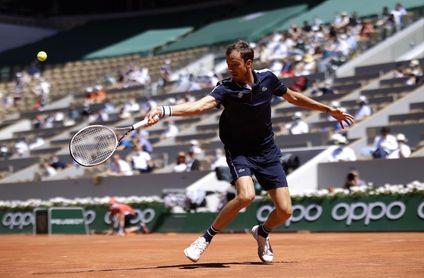 Medvedev suma su primer triunfo en Roland Garros