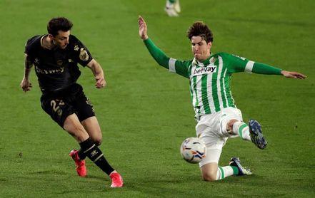 El Barça no ejerce la opción de prórroga de Miranda, que se queda en el Betis
