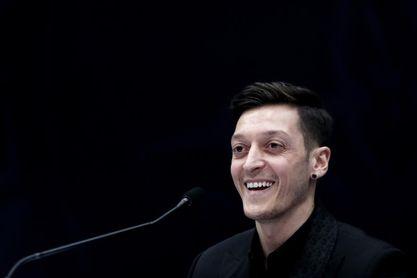 Necaxa, equipo de Özil, experto en generar ingresos millonarios en fichajes