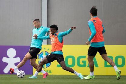 Brasil muestra el nuevo trío ofensivo en el último entrenamiento antes de Paraguay