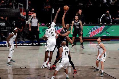 125-86. Nets, con Durant de líder, arrollan a los Bucks y se ponen con 2-0