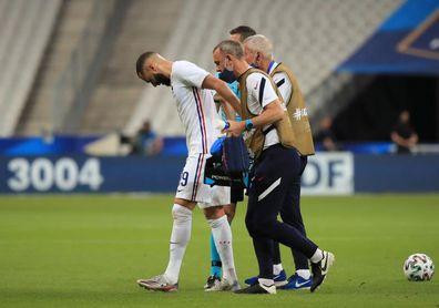 Benzema deja el campo, con molestias en la rodilla, a una semana del arranque de la Eurocopa