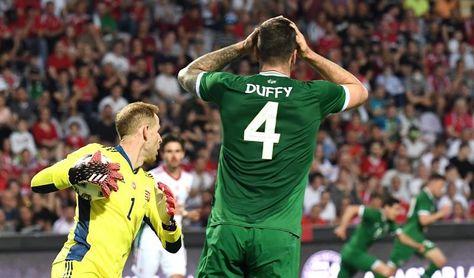 Irlanda critica que aficionados húngaros abucheasen su gesto antirracista