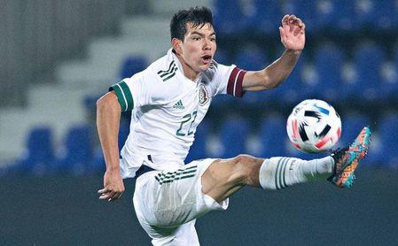 Desde Italia desvelan una oferta del Sevilla FC por Hirving Lozano.