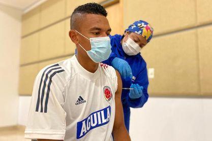 Selección colombiana recibe vacuna antes de partir a Brasil para Copa América