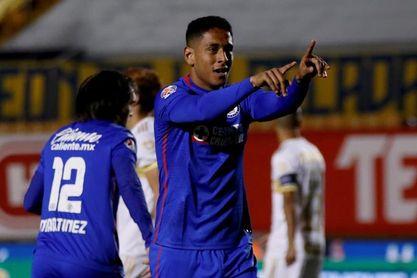 Luis Romo del campeón mexicano Cruz Azul es el mejor jugador del Clausura