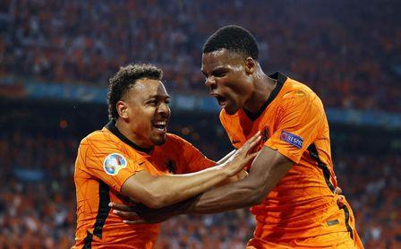 2-0: Cómodo pase a octavos de Países Bajos, con minutos para Luuk de Jong