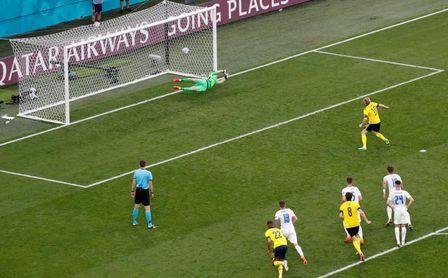 1-0: Isak vale más que el miedo a perder y España ya es tercera de grupo