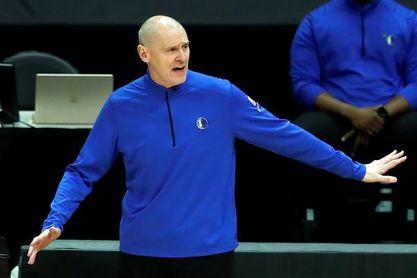 El entrenador de los Mavericks de la NBA, Rick Carlisle, renuncia a su cargo