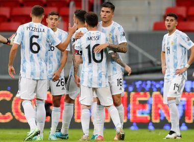 Argentina con suficiencia y Chile con gol en inglés toman control del grupo A
