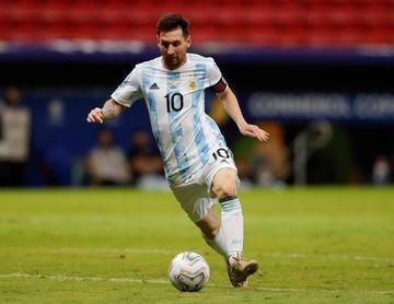 Messi festeja su cumpleaños número 34 entre risas y regalos de sus compañeros