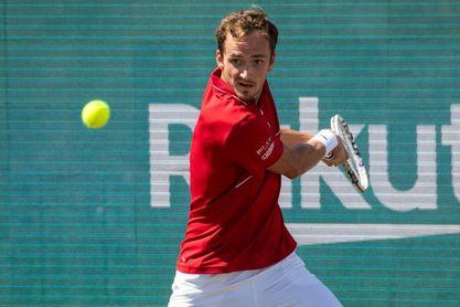 Medvedev derrota a Carreño y jugará en Mallorca su primera final en hierba