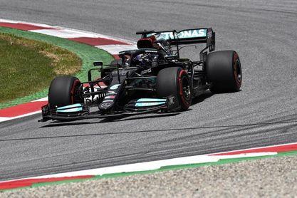 Hamilton delante de Verstappen; Alonso, octavo en el último libre y Sainz, 13