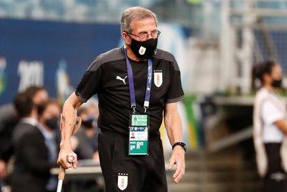 A un día del partido entre Uruguay y Paraguay, Tabárez no da pistas