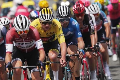 Mohoric gana la etapa maratón entre lágrimas; Van der Poel más líder del Tour