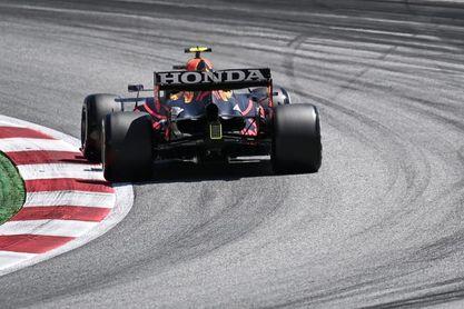 Verstappen enseña su rodillo