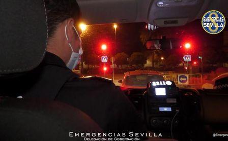 125 desalojados en Sevilla Este y 105 de tres locales en el Mercado de Feria y Nervión.