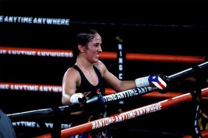 Campeona puertorriqueña recibe la sortija de la Organizacion Mundial de Boxeo