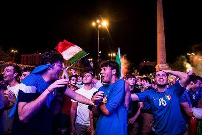 Miles de italianos salen a la calle para celebrar el pase a la final