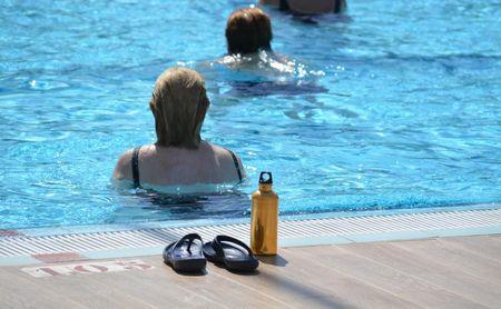 Cinco consejos clave para cuidarte en la piscina