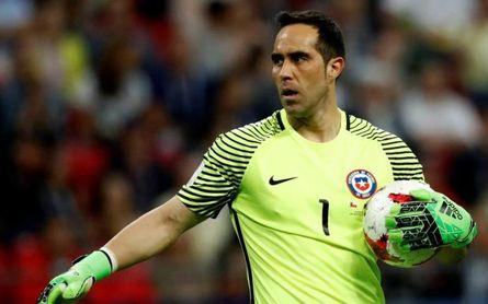 La FIFA elige a Bravo en el once de América y lo enfrenta a Europa