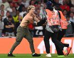 La UEFA abre procedimientos disciplinarios a la FA por incidentes en la final
